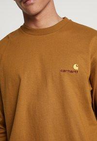 Carhartt WIP - AMERICAN SCRIPT LONGSLEEVE - Pitkähihainen paita - hamilton brown - 5