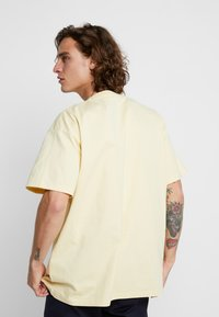 Carhartt WIP - THEORY - T-shirt print - pale yellow - 2