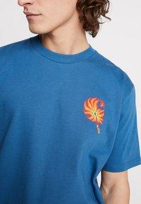 Carhartt WIP - MATCH  - T-shirts print - prussian blue - 5