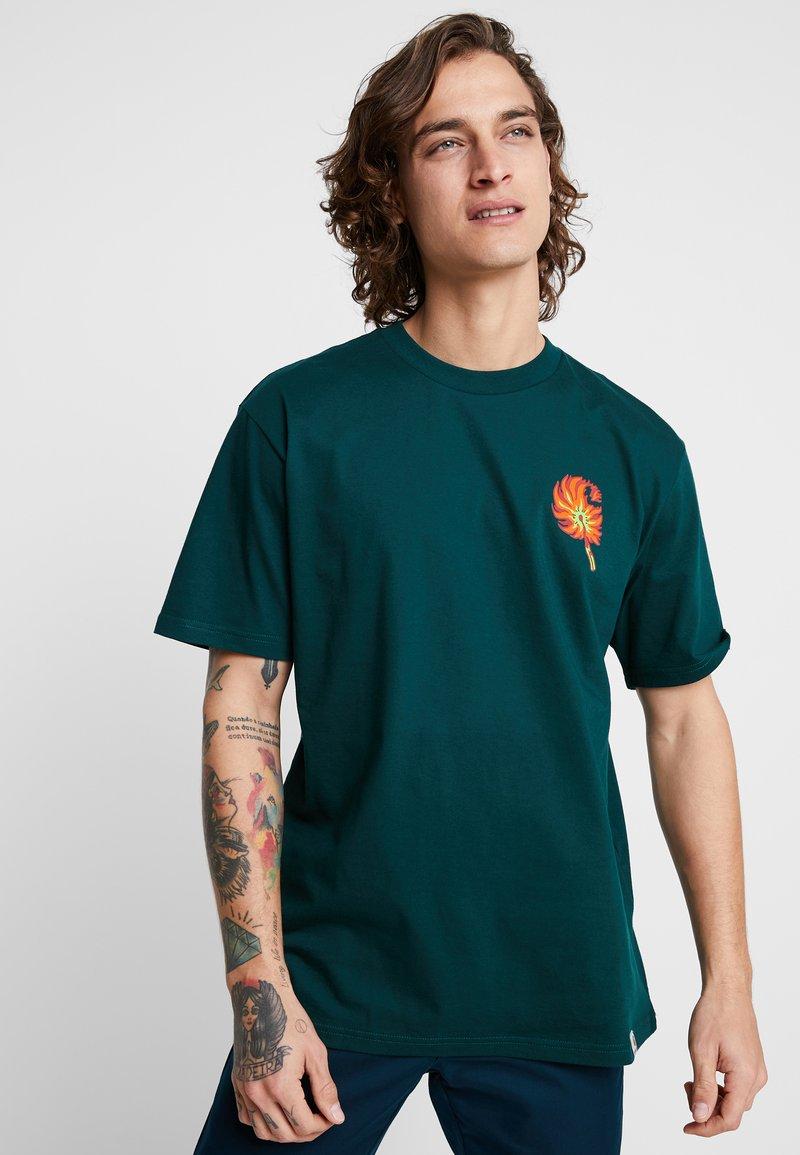 Carhartt WIP - MATCH  - T-shirt imprimé - dark fir