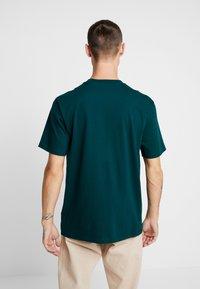 Carhartt WIP - MONUMENT - T-shirt print - dark fir - 2