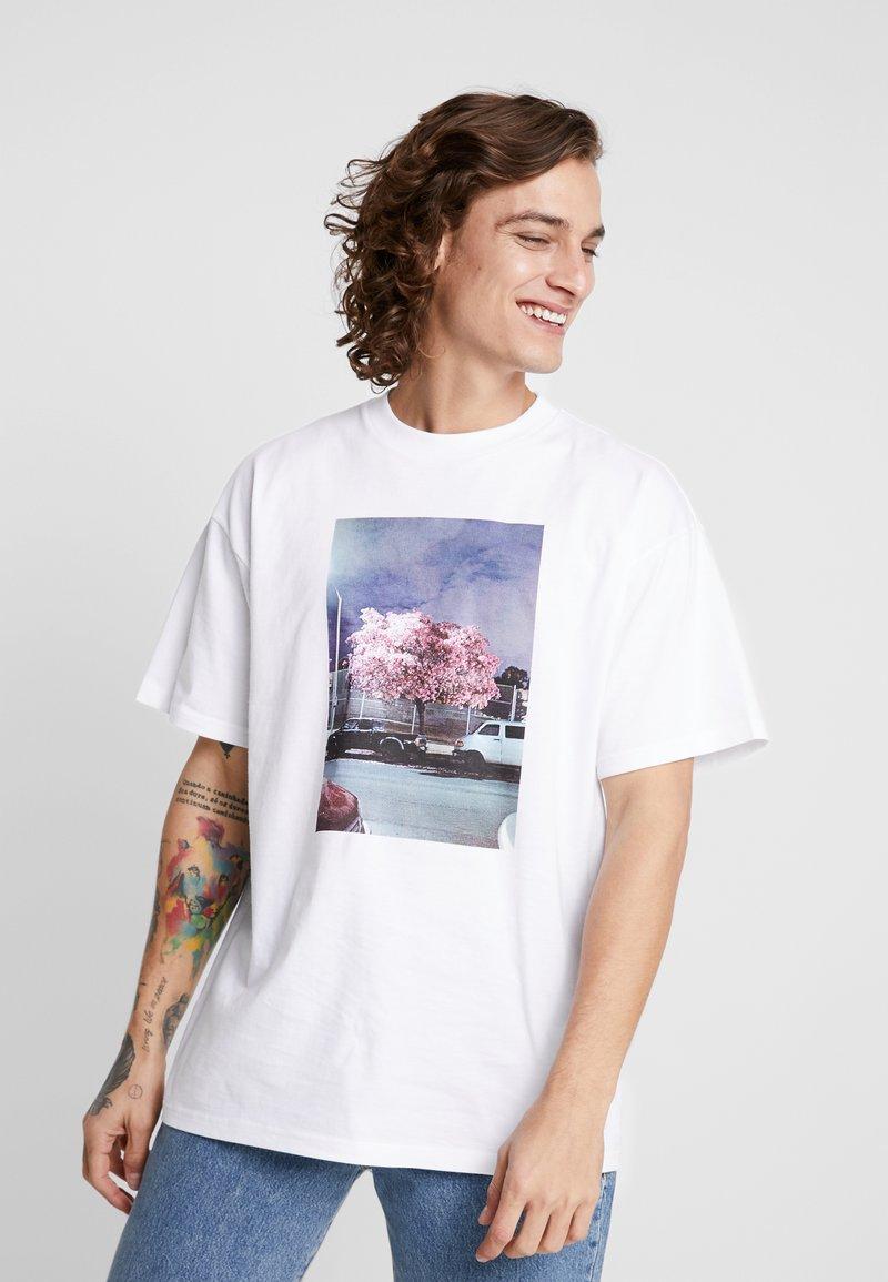 Carhartt WIP - MATT MARTIN BLOSSOM  - Print T-shirt - white