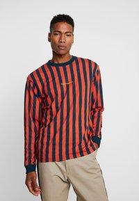 Carhartt WIP - BARNETT - Longsleeve - brick orange/duck blue - 0