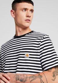 Carhartt WIP - HALDON POCKET - T-shirt med print - black/white - 4