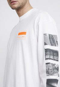 Carhartt WIP - STACK  - Long sleeved top - white - 5