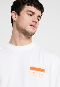 Carhartt WIP - STACK  - Long sleeved top - white - 3
