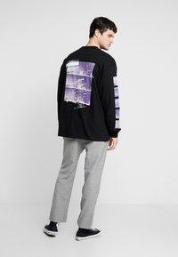 Carhartt WIP - STACK  - T-shirt à manches longues - black - 2