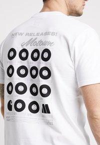 Carhartt WIP - MOTOWN ORDERFORM - Camiseta estampada - white - 5