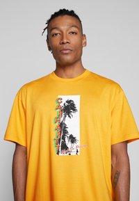 Carhartt WIP - MONTEGO - Print T-shirt - sunflower - 4