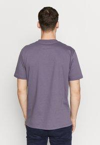 Carhartt WIP - SPORT SCRIPT - Print T-shirt - decent purple - 2