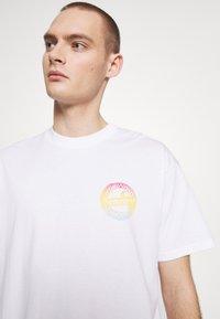 Carhartt WIP - FLAME  - T-shirt imprimé - white - 3