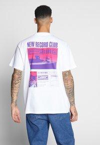 Carhartt WIP - RECORD CLUB - T-shirt med print - white - 2