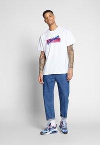 Carhartt WIP - HORIZON SCRIPT - T-shirt imprimé - white - 1