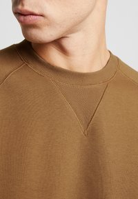 Carhartt WIP - CHASE  - Sweater - hamilton brown/gold - 5