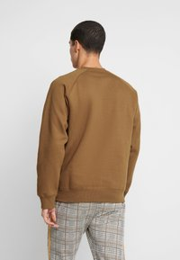 Carhartt WIP - CHASE  - Sweater - hamilton brown/gold - 2