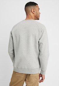 Carhartt WIP - CHASE  - Sweatshirt - grey heather/gold - 2