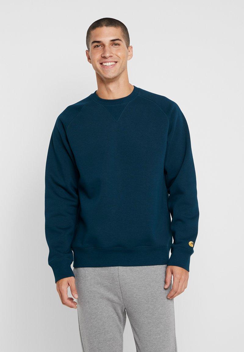 Carhartt WIP - CHASE  - Sweatshirt - duck blue/gold