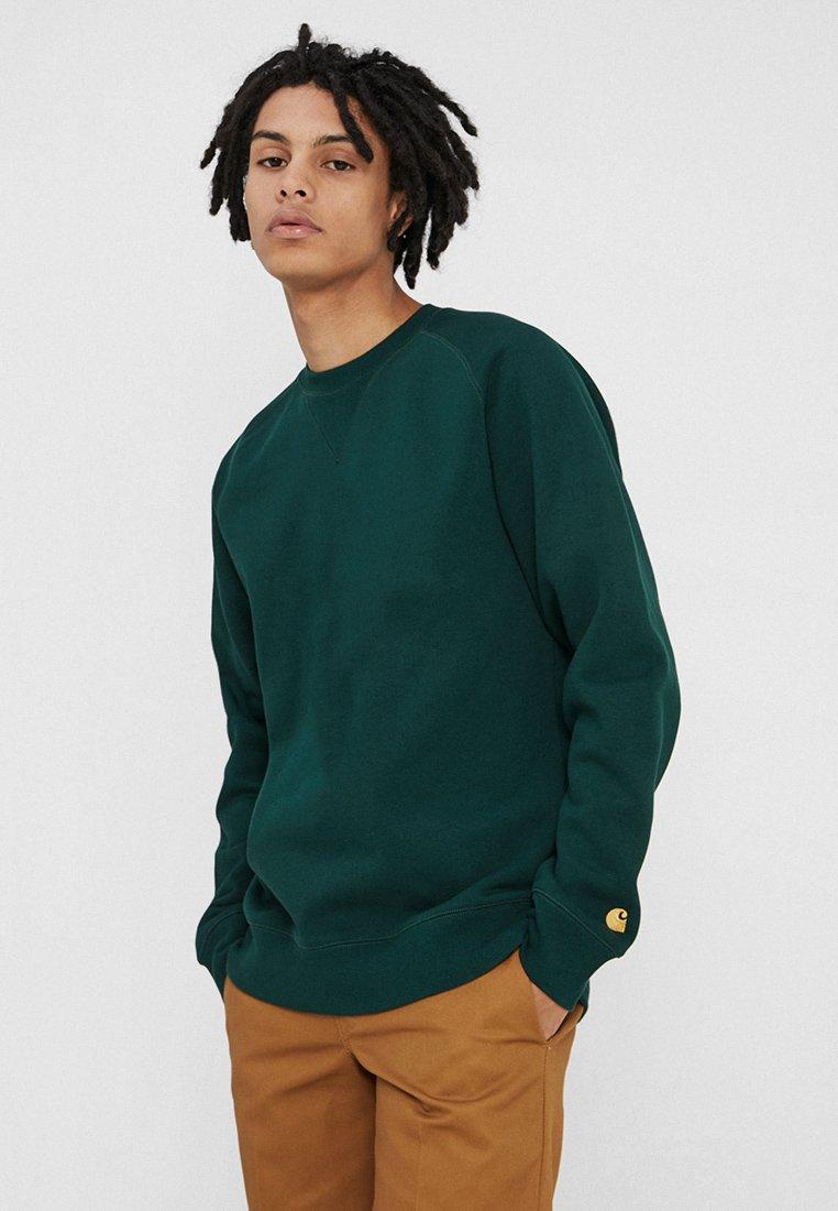 Carhartt WIP - CHASE  - Sweatshirt - bottle green/gold