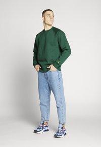 Carhartt WIP - CHASE  - Sweatshirt - dark green - 1