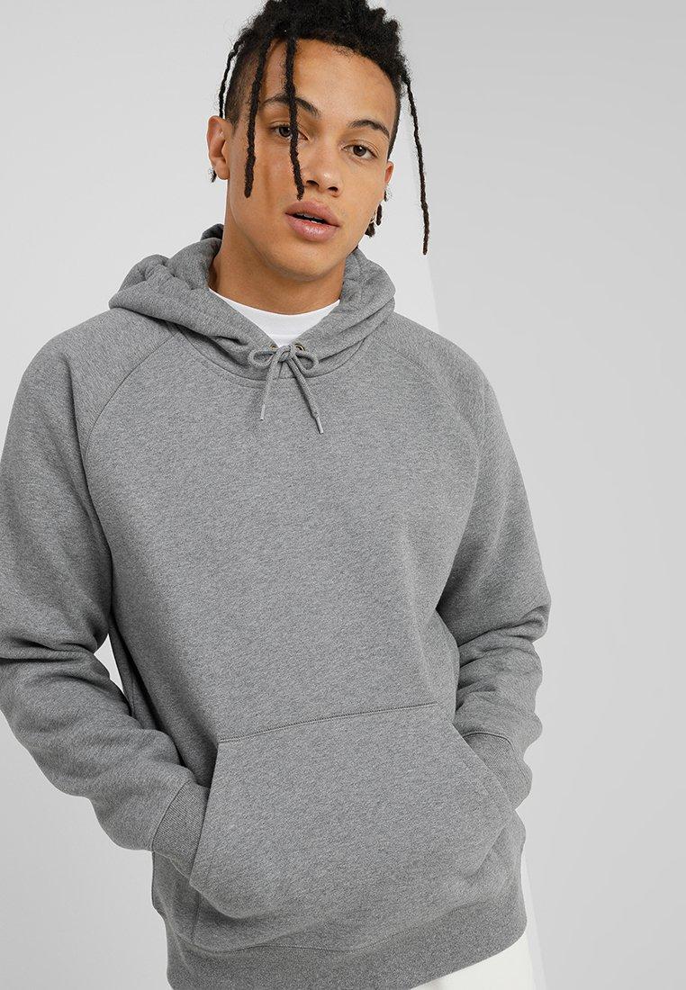 Carhartt WIP - HOODED CHASE  - Hættetrøjer - grey