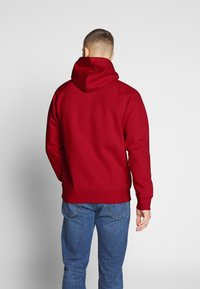 Carhartt WIP - HOODED CHASE  - Sweat à capuche - etna red/gold - 2