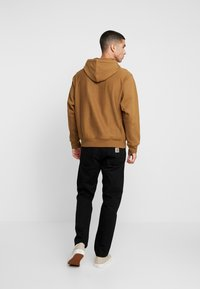 Carhartt WIP - HOODED AMERICAN SCRIPT - Mikina s kapucí - hamilton brown - 2