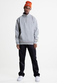 Carhartt WIP - CHASE NECK ZIP  - Bluza - grey heather - 1