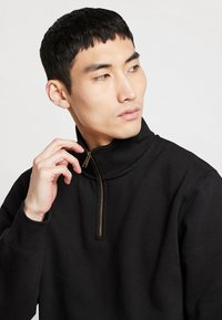 Carhartt WIP - CHASE NECK ZIP  - Sweatshirt - black/gold - 3