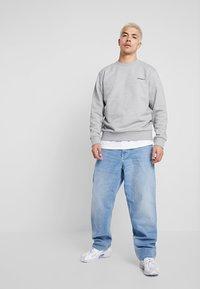 Carhartt WIP - SCRIPT EMBROIDERY - Sweatshirt - grey heather/black - 1