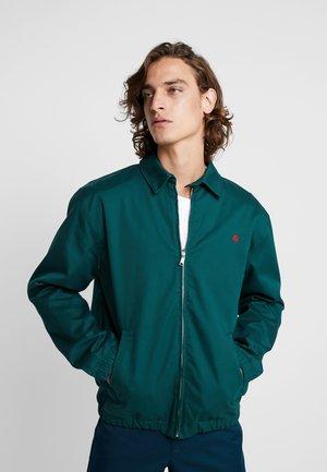 MADISON JACKET BENSON - Summer jacket - dark fir/merlot