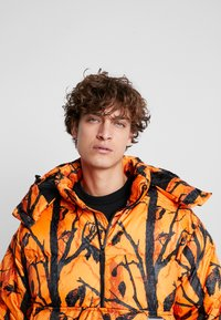 Carhartt WIP - JONES  - Winterjas - orange - 4