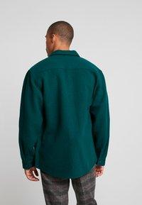 Carhartt WIP - MILNER - Lehká bunda - dark fir - 2