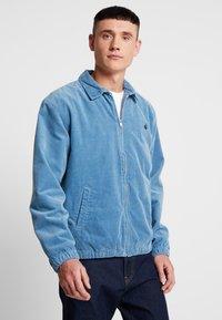 Carhartt WIP - MADISON JACKET - Lehká bunda - cold blue/dark navy rinsed - 0