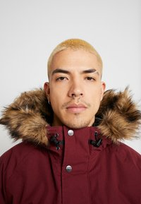 Carhartt WIP - TRAPPER JACKET - Parka - mulberry/black - 5