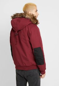 Carhartt WIP - TRAPPER JACKET - Parka - mulberry/black - 2