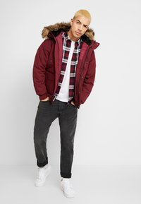 Carhartt WIP - TRAPPER JACKET - Parka - mulberry/black - 1
