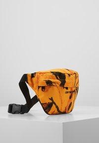 Carhartt WIP - PAYTON HIP BAG - Heuptas - tree/orange/black - 3