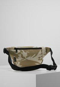 Carhartt WIP - PAYTON HIP BAG - Bum bag - brush/sandshell/black - 2