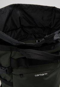 Carhartt WIP - PAYTON CARRIER BACKPACK - Rucksack - cypress/white - 4