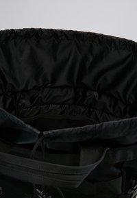 Carhartt WIP - PAYTON CARRIER BACKPACK - Batoh - black/white - 4