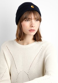 Carhartt WIP - CHASE BEANIE - Čepice - dark navy/gold-coloured - 3
