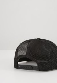 Carhartt WIP - DISTRICT TRUCKER CAP - Caps - black/white - 3
