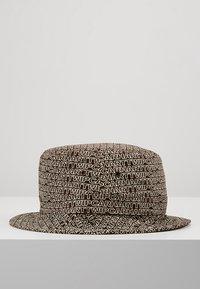 Carhartt WIP - TYPO BUCKET HAT - Hut - tobacco - 3