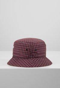 Carhartt WIP - ALISTAIR BUCKET HAT - Hat - black/etna red - 3