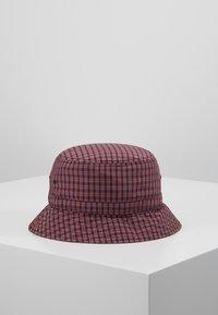 Carhartt WIP - ALISTAIR BUCKET HAT - Hat - black/etna red - 2