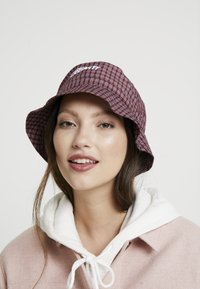 Carhartt WIP - ALISTAIR BUCKET HAT - Hat - black/etna red - 4