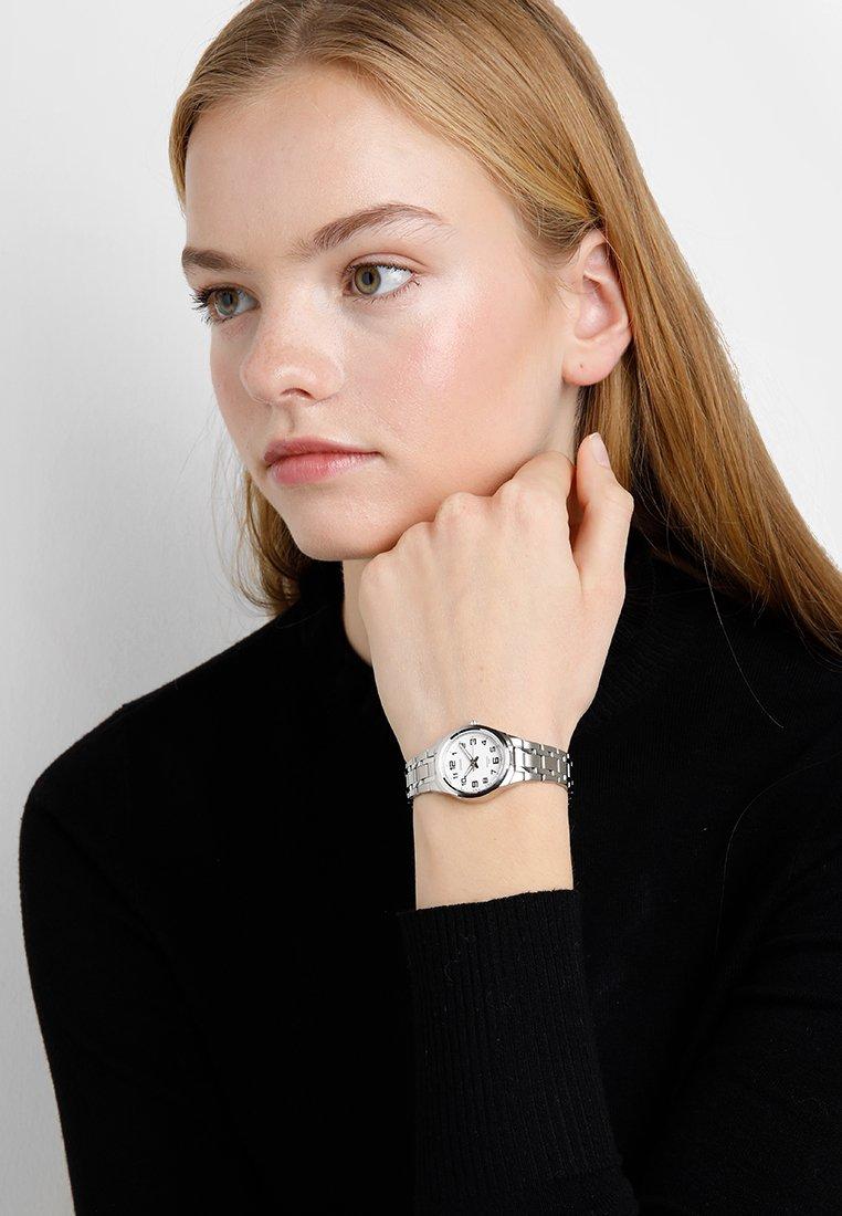 Casio - Uhr - weiß
