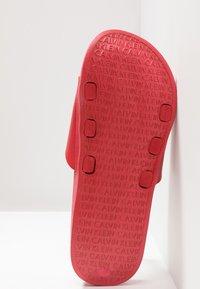 Calvin Klein Swimwear - SLIDE - Pantofle - flame scarlet - 6