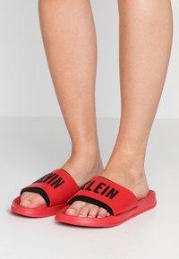 Calvin Klein Swimwear - SLIDE - Pantofle - flame scarlet - 0