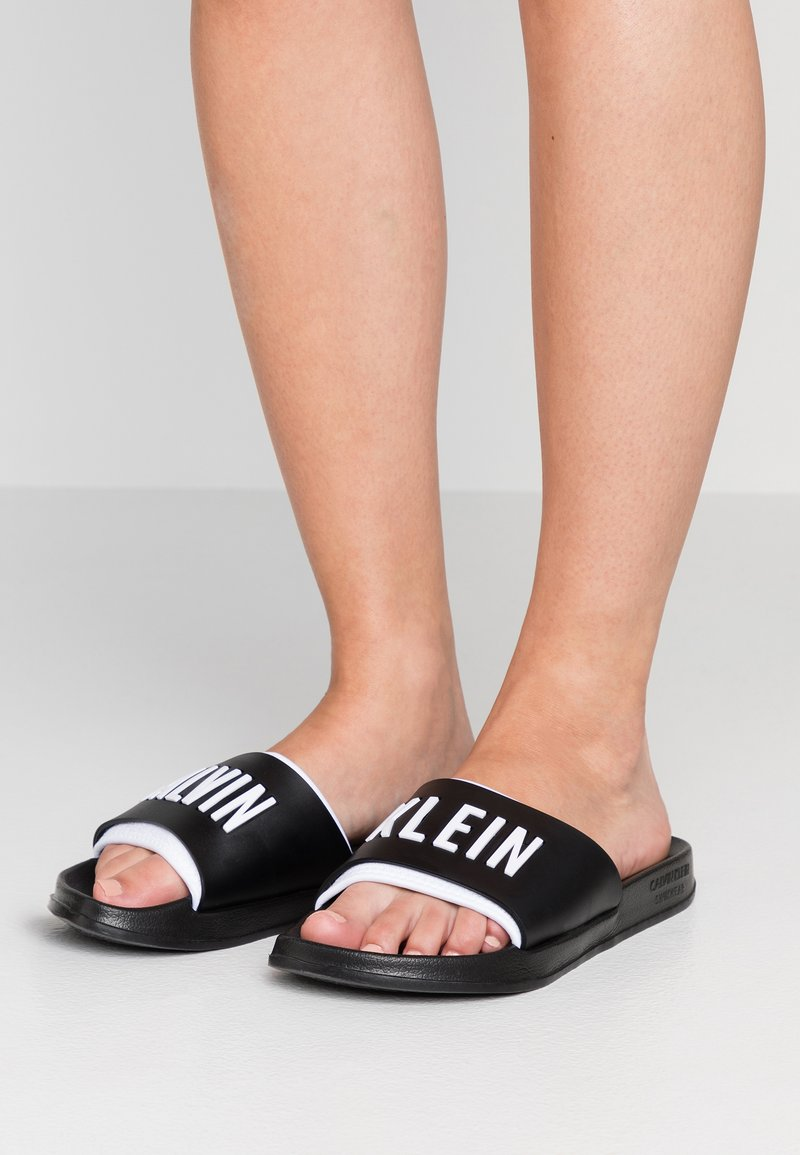Calvin Klein Swimwear - SLIDE - Sandalias planas - black/white